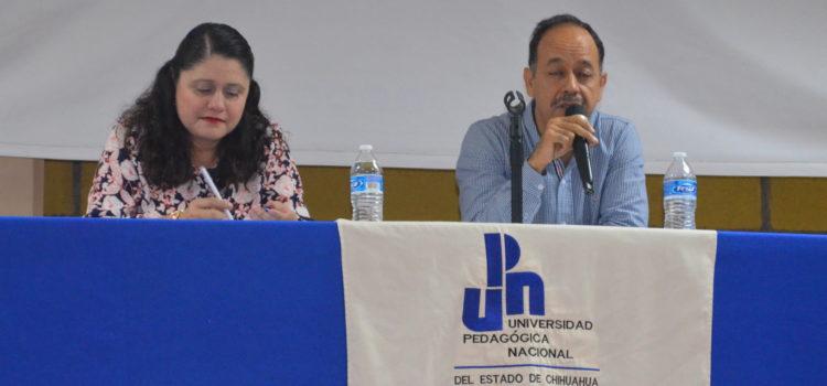 """EN UPNECH CAMPUS PARRAL PRESENTAN LIBRO """"COMUNICACIÓN Y PODER EN LA ESCUELA: UNA MIRADA DESDE LA PEDAGOGÍA CRÍTICA"""""""
